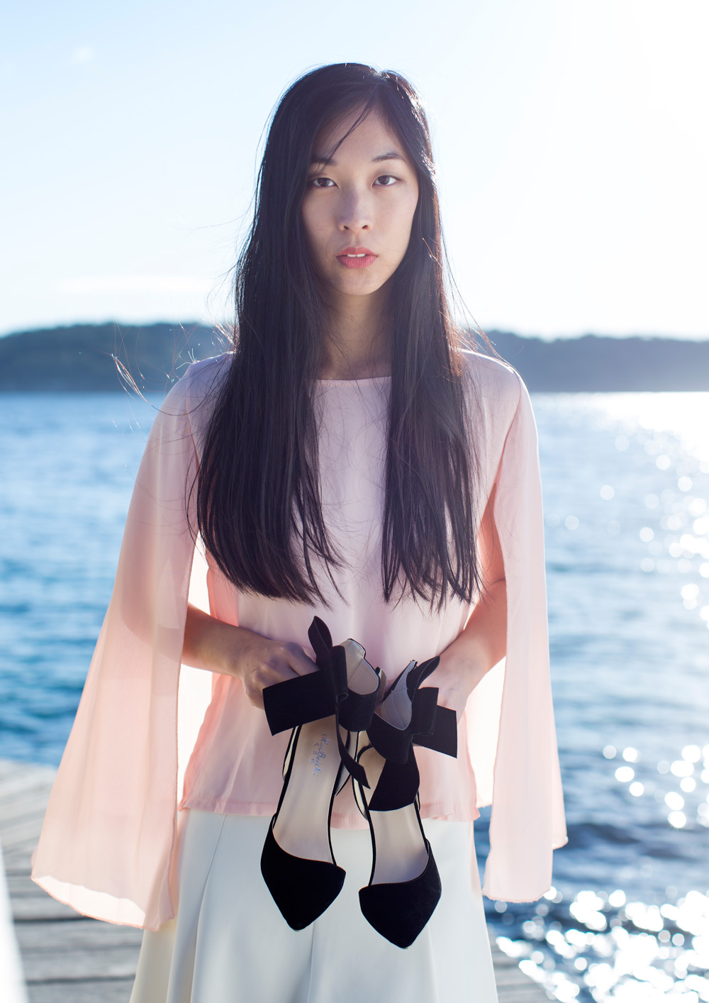 cissy zhang, fashion blogger, fashion shoot, cape, bow heels