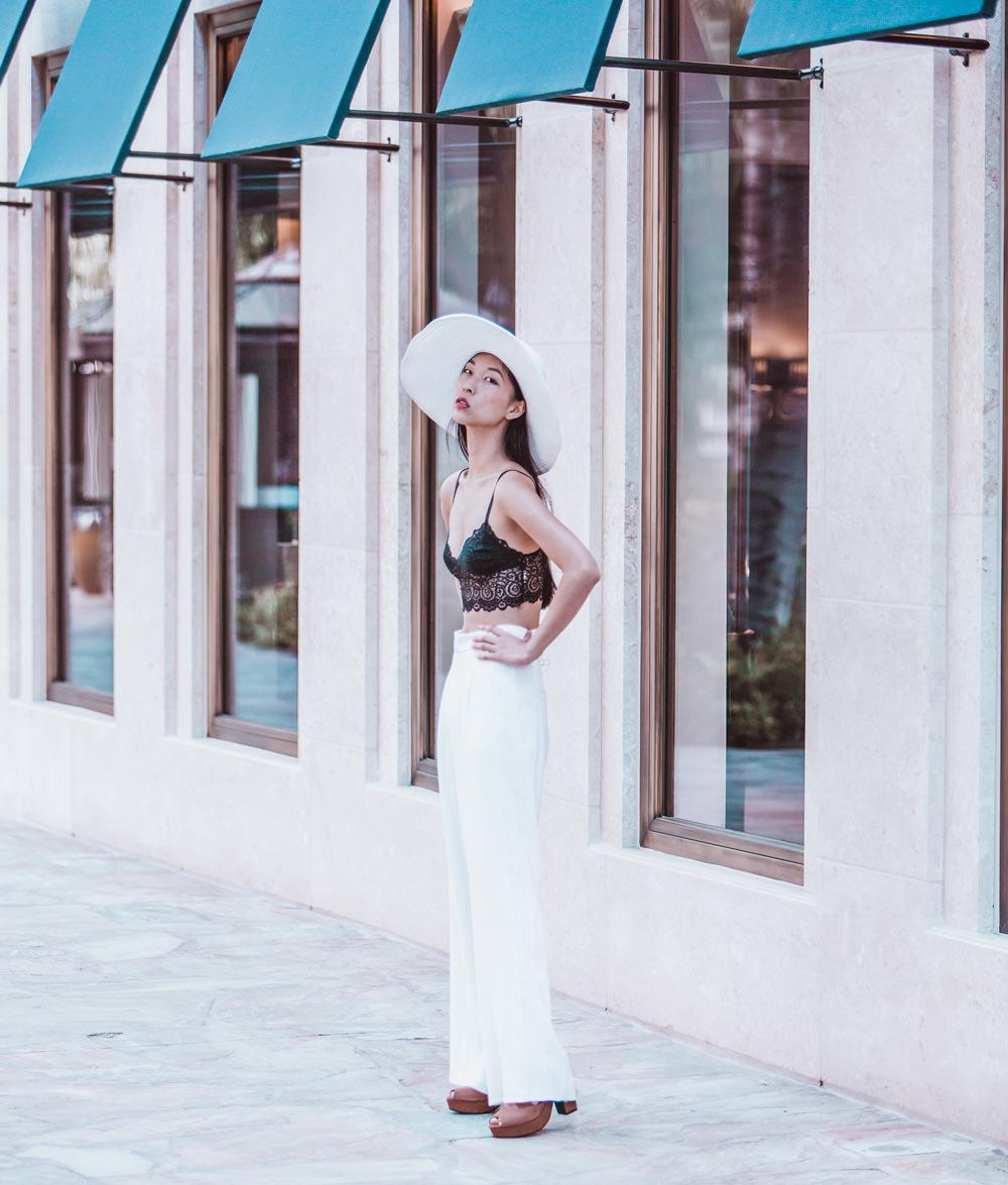 blogger, white pants, white hat